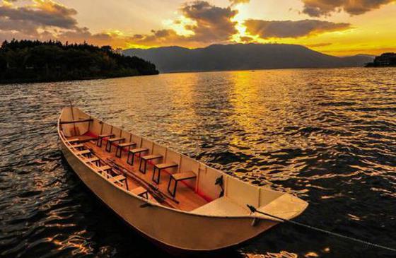 高清圖丨黃昏下的蒼山洱海:落日熔金,暮云合璧