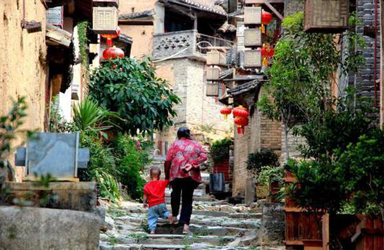马蹄踏青石 火塘烹茶茗 在凤庆遇见鲁史古镇