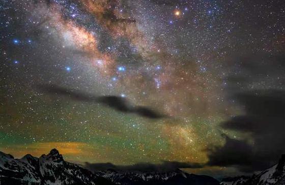 《追星星的人》今晚9点直播 带你邂逅香格里拉雪山下的流星雨