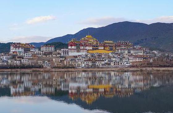 """松赞林寺 坐落于山间的""""小布达拉宫"""""""