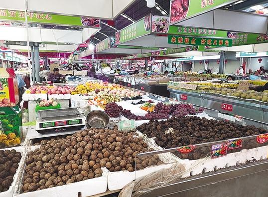 还原老昆明市井文化 东站农贸市场每天一款特价菜