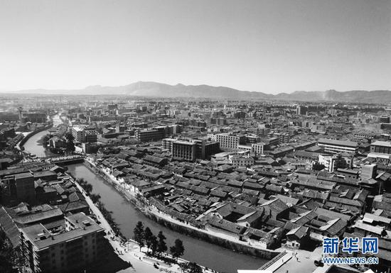 穿城而过的盘龙江(杨长福拍摄于上世纪70年代)