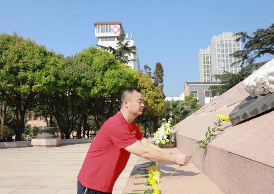 党委书记蒋宝华参拜抗战英雄