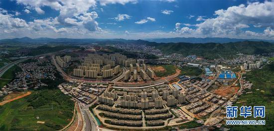 这是8月21日拍摄的云南昭通鲁甸易地扶贫搬迁安置区(无人机照片)。新华社记者 刘大伟 摄