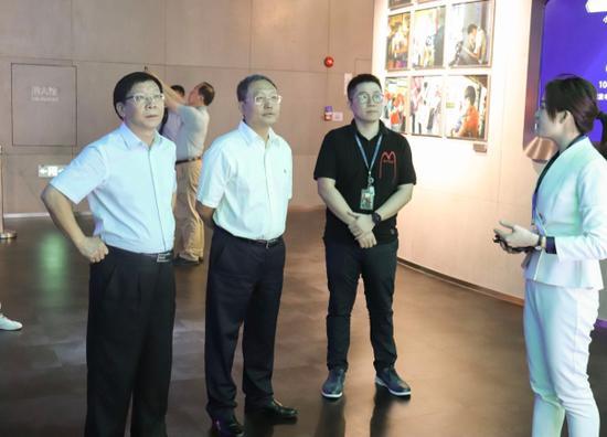 参观腾讯公司展示厅