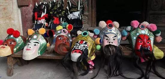 关索戏面具 (图片来源于网络)