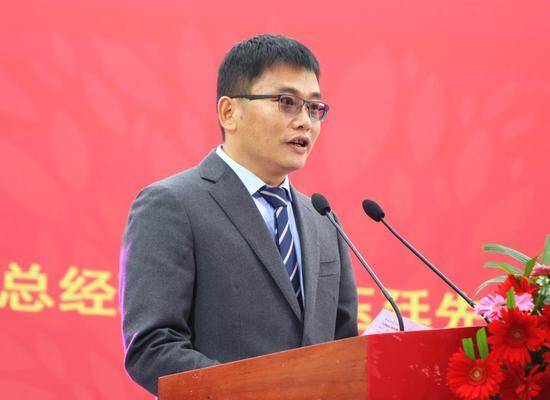 云南双江勐库茶叶有限责任公司总经理戎玉廷介绍情况