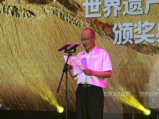 中国民主促进会云南省委员会专职副主委白良先生在典礼上致辞