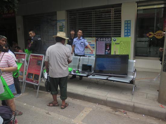 曲江镇在集镇播放扫黑除恶宣传视频