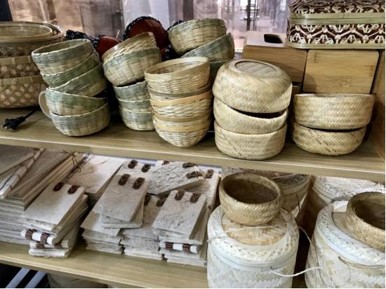 手工编织的竹篮、竹筐