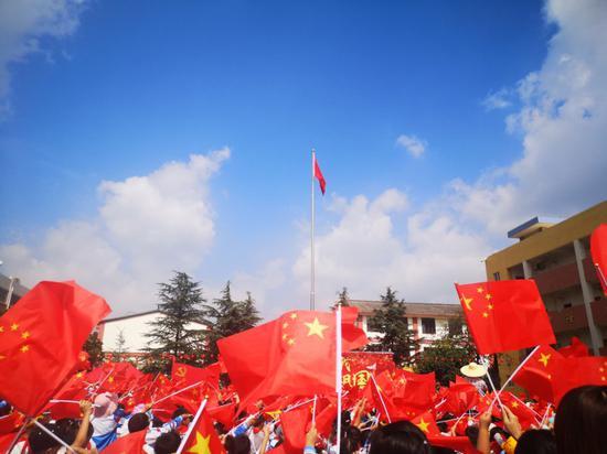 摄影作品《最美中国红》