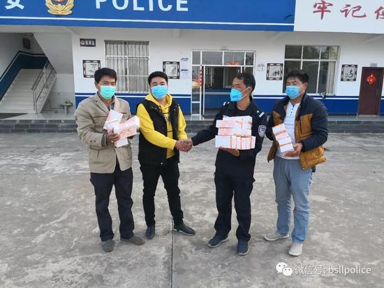 热心人士汤绍省、汤绍海捐赠5000个口罩