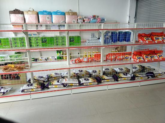 """云南龙陵:""""爱心超市""""暖人心  积分换物增干劲"""
