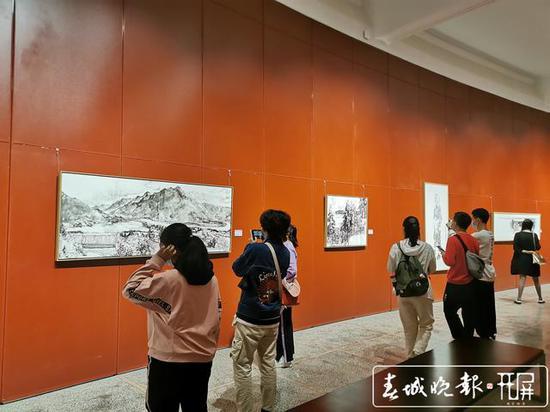"""丽江""""名城·名家·名画""""写生艺术双年展在昆开幕"""