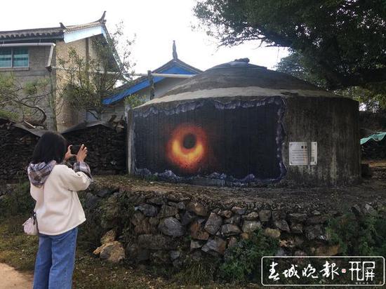 惊奇!丽江一村庄满是UFO、黑洞、太阳系…