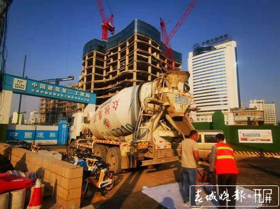 """云南第一高楼""""春之眼""""停工?官方声明:假的"""