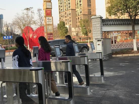 云南旅游职业学院新南大门正