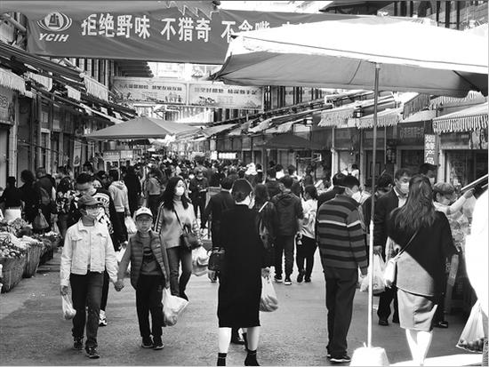 热议丨昆明篆新农贸市场下午6:30关门 商户市民有话说