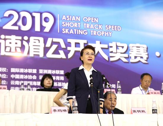 图为云南省副省长李玛琳宣布开幕
