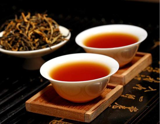 天下茶尊在凤庆丨一杯滇红 亦有万种风情