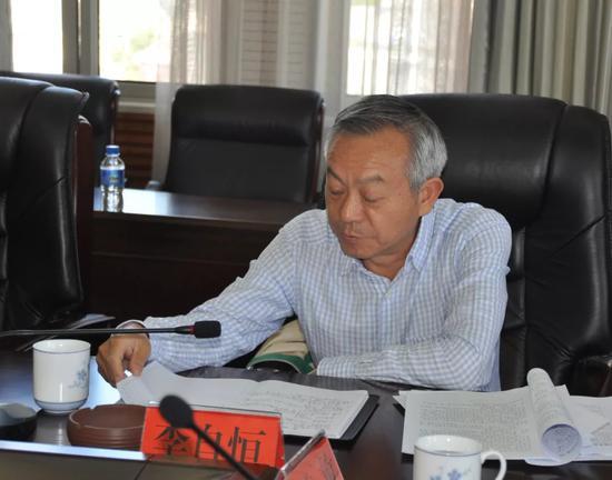 ▲县人大常委会主任李自恒讲话