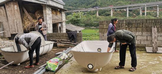 云南龙陵:厕所革命 美了乡村乐了百姓