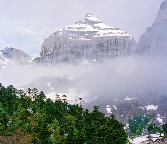 巴拉格宗立体气候代表香巴拉佛塔