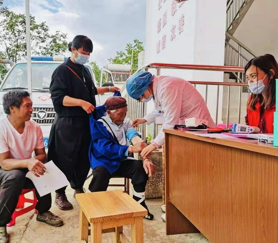 隆阳102岁老人都接种新冠疫苗啦! 你还在等什么!