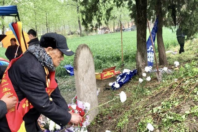 阔别76年 92岁抗战老兵清明回乡祭奠亲人