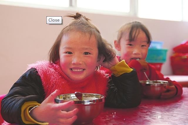 山区小学里的免费营养午餐