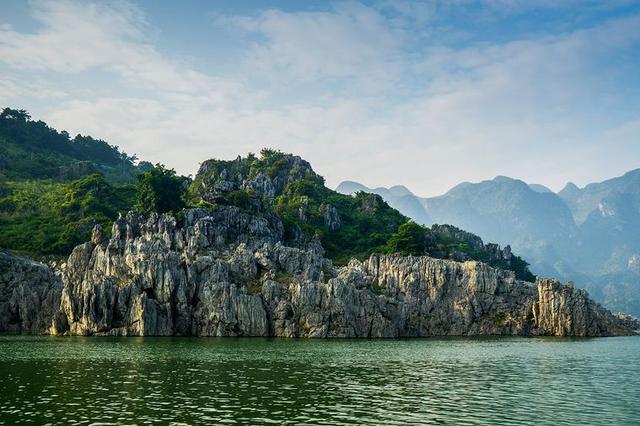 云南曲靖市与黔西南州携手治理万峰湖