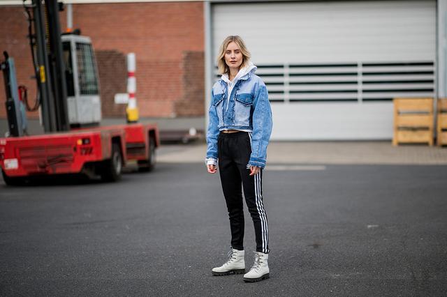 时尚博主Lisa Hahnbueck街拍 示范运动裤穿搭