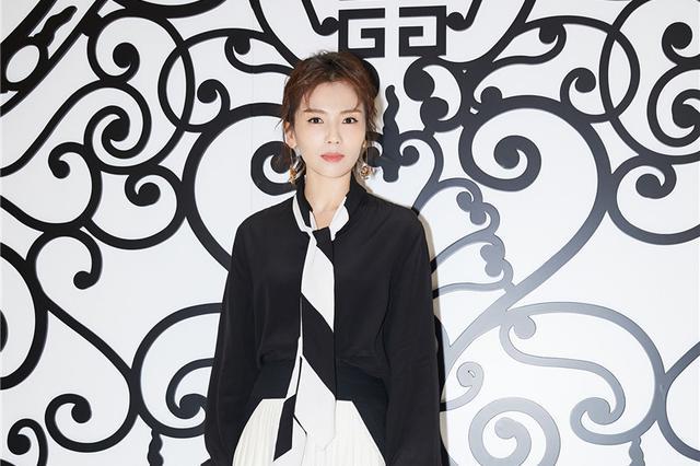 刘涛黑白裙装亮相 灵动潇洒不失优雅
