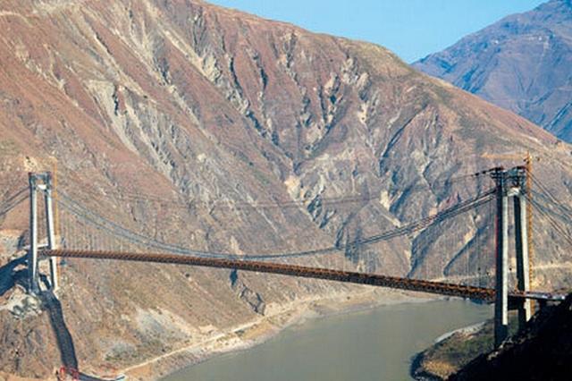 视频:金沙江上最大跨度悬索桥建成