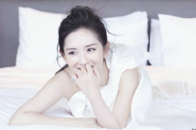 谢娜六月第二封时尚写真 温柔优雅仙气十足