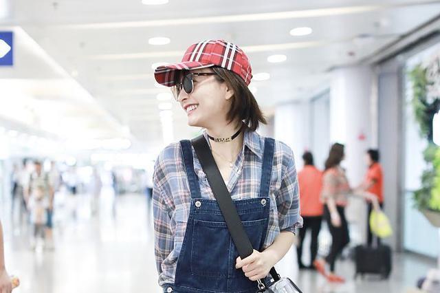 格子少女吴昕 穿背带裤变回18岁