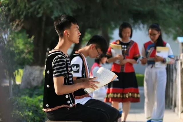 建水县教育局创建民族团结进步示范校巡礼