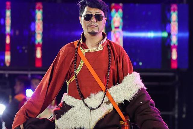 多彩的康巴藏式服装 演绎了传统与时尚的碰撞