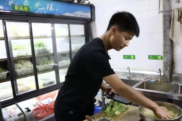 云南会泽00后男生被昆工录取 来昆打工挣学费