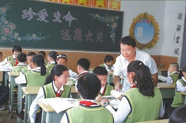 """云南会泽""""小县城办出大教育"""" 10010人进重点大学"""