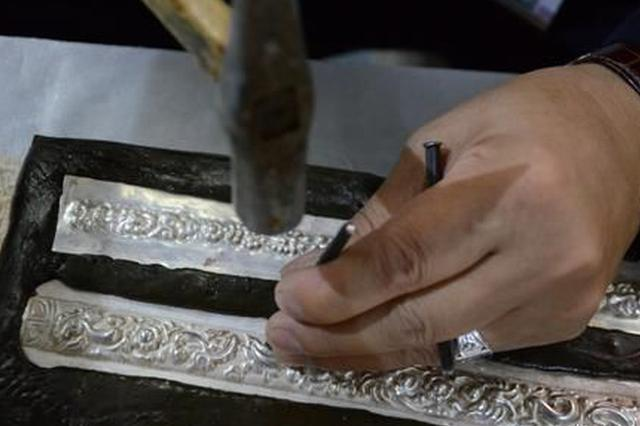云南文博会现场可订做银饰 每天都有演出可以看