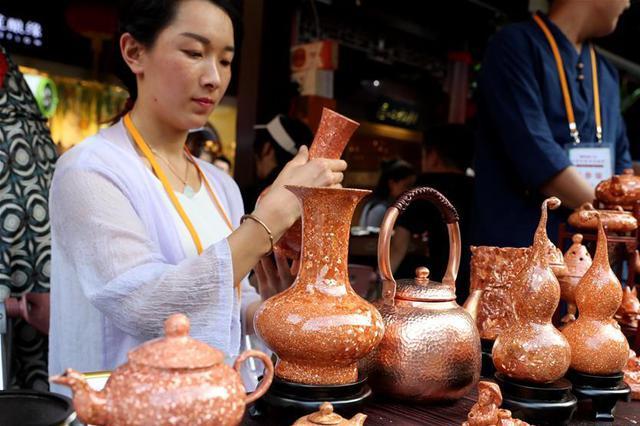 云南曲靖民俗风情展演活动在上海豫园开幕