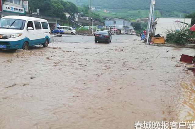 视频|强降雨引发泥石流 云南泸水多路段交通中断