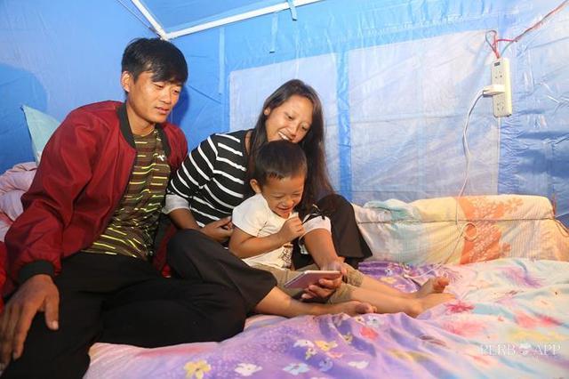 云南墨江:地震灾区救灾帐篷下的温馨生活