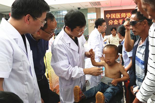 云南保山市红十字会开展大型助残义诊活动