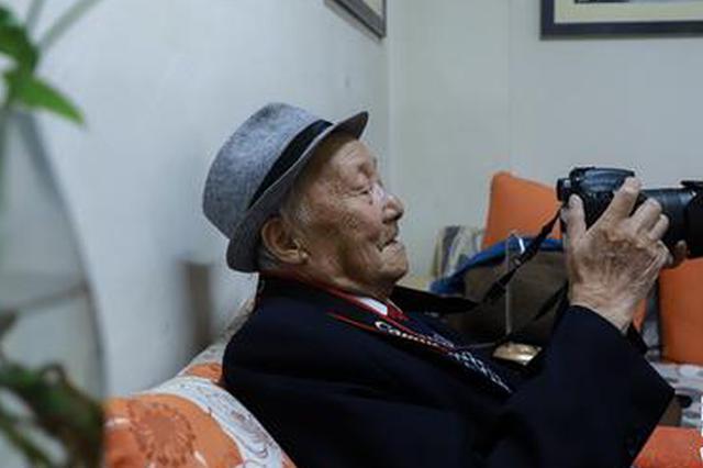"""昆明89岁""""摄影爷爷""""杨长福:一生摄一座城"""