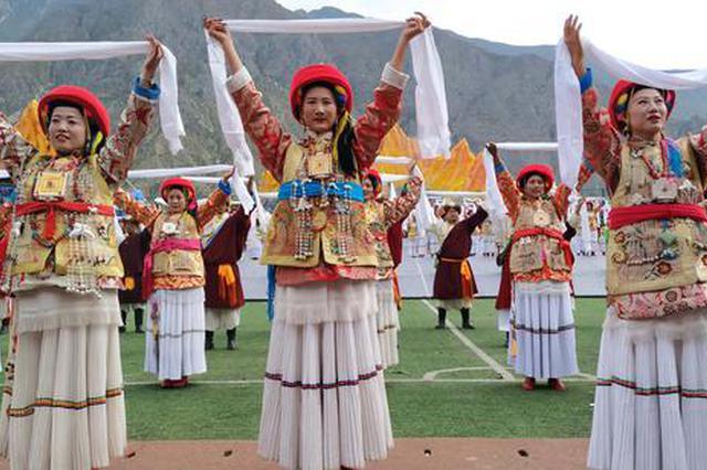 """首届锅庄文化艺术节在""""中国藏族锅庄舞文化之乡""""云南香格里"""