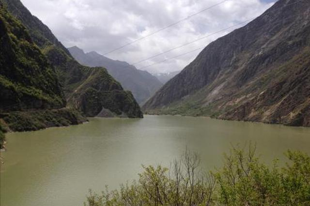 金沙江堰塞湖自泄水流最大洪峰已至云南迪庆境内
