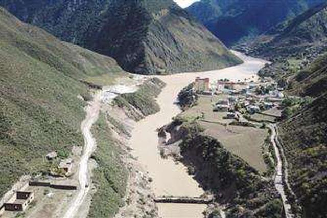 金沙江堰塞湖洪峰平稳过境迪庆和丽江 转移安置1万余人