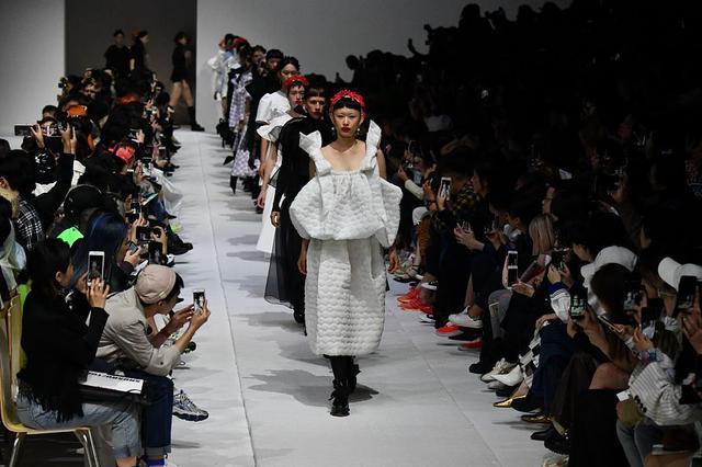 2019春夏上海时装周:SHUSHU/TONG 品牌秀场